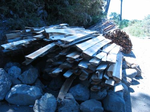 Dostawa odpadkow z akacjii do budowy plotu